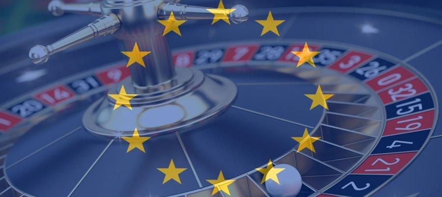 Roulette-hjul med den europeiska flaggan över sig