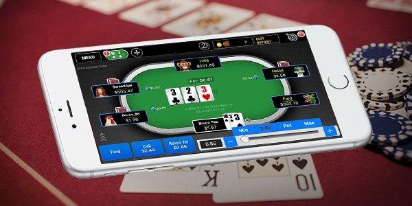 Poker-spel online på en mobiltelefon