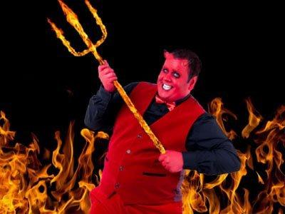 karaktär för 666casino är en mullig man utklädd som djävulen som håller en flammande treudd