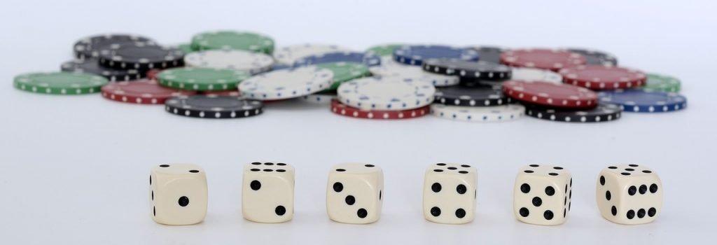 Spelmarker och tärningar för att spela Craps