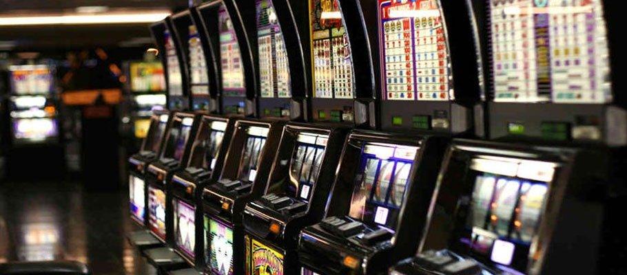 Slotmaskiner i ett landbaserat casino